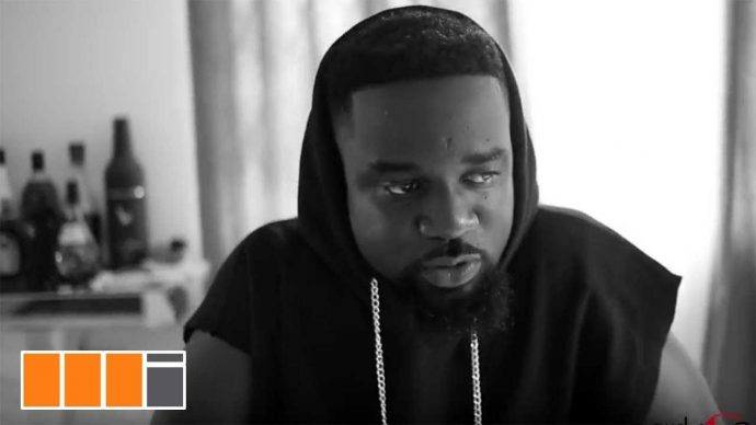 """Sarkodie proves once again why he's one of the best African rappers that liveth. Sarkodie exhibits his lyrical dexterity in a new freestyle video he titles """"The Come Up"""". The """"Come Up"""" talks about his life in this music game, how he started and his current status. He also uses this as a medium to advise budding acts, pin pointing some very salient lines in there. This piece is laudable. Enjoy!"""