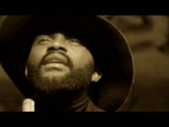 "VIDEO: Fally Ipupa – ""Roi Manitou"""